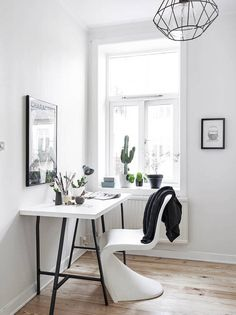 Modern Home Office // white desk and chair