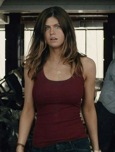 "Alexandra Daddario in ""San Andreas"" (Brad Peyton, dir) Kelly Rohrbach, Matthew Daddario, Celebrity Gossip, Celebrity Photos, Woman Crush, Hollywood Actresses, Beautiful Actresses, American Actress, Beautiful Women"