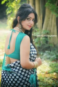Exclusive stunning photos of beautiful Indian models and actresses in saree. Viria, Beautiful Indian Actress, Beautiful Actresses, Saree Photoshoot, Beautiful Girl Photo, Beautiful Women, Exotic Women, Indian Beauty Saree, Indian Sarees