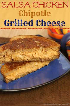 Salsa Chicken Chipotle Grilled Cheese Sandwich | cupcakesandkalechips.com | #cheddar #cincodemayo #grilledcheesemonth