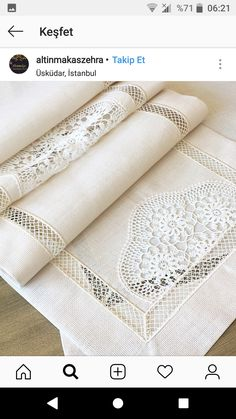 Dantel değerlendirme Filet Crochet, Crochet Lace, Embroidery Patterns, Hand Embroidery, Crochet Projects, Sewing Projects, Boho Home, Crochet Cushions, Irish Lace