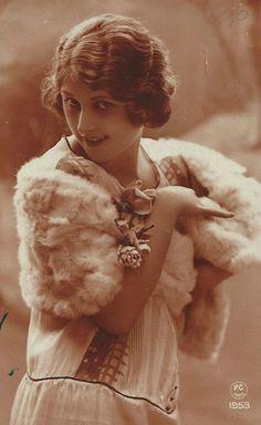 Vintage Postcard (1922) @@@@@......http://www.pinterest.com/pocketmuseum/1920s-fashion-in-photographs/  ......€€€€€€€€€€€€€€€€€€€€€€€€€€€€