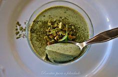 PANNA COTTA DE MATCHA E HORTELÃ... Uma sobremesa muito saudável sem glúten e sem lactose feita com uma variedade de chá verde. Adequada a dietas vegan e crudíveras