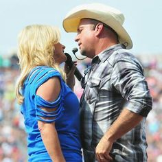 Garth Brooks & Trisha Yearwood; Power Couple. My <3 of Country music came from this guy!