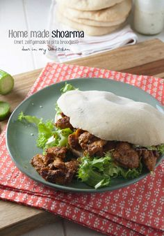 Easy shawarma made with chicken or lamb, served with home made pita bread and lots of garlic sauce. Easy, quick & perfect for game days! Dutch Recipes, Great Recipes, Favorite Recipes, Healthy Recipes, Middle East Food, Middle Eastern Recipes, Shawarma Recipe, Eastern Cuisine, Mediterranean Recipes