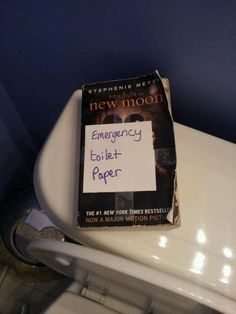 emergency toilet paper - twilight new moon book. How icky! Twilight Book, Twilight New Moon, Twilight Hate, Funny Twilight, Twilight Images, New Moon Book, By Any Means Necessary, Haha Funny, Funny Stuff