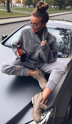 casual style inspiation / grey sweater + pants + sneakers #omgoutfitideas #streetfashion #outfitideas