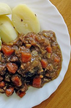 The Sailor Stew Bremen Style is a local specialty from the Northern city of Bremen. It is a simple and hearty stew that is great for the cold season. Very similar to Irish Stew. German Recipes Dinner, Easy German Recipes, Dinner Recipes, French Recipes, Beef Recipes, Soup Recipes, Slow Cooker Recipes, Cooking Recipes, Recipies