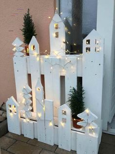#kreativjulepynt Garden Projects, Wood Projects, Diy Garden, Garden Ideas, Project Projects, Noel Christmas, Xmas, Wood Crafts, Diy Crafts
