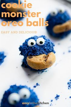 Cookie Monster Oreo Balls Cookie Monster Oreo Balls are a cute no-bake dessert for your little Cookie Monster! Made with oreos, cream cheese, blue candy melts and mini chocolate chip cookies. No Bake Chocolate Desserts, Chocolate Chip Cookie Cake, Mini Chocolate Chips, Candy Recipes, Cookie Recipes, Dessert Recipes, Blue Cookies, Blue Candy, Oreo Truffles
