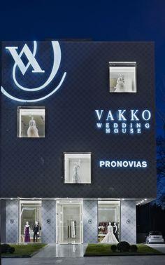 http://www.glamshops.ro/pics/201303/vakkos-luxury-wedding-store-in-istambul-1364317199-1.jpg