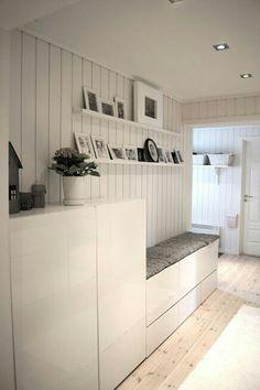 IKEA Garderobe weiß mit grauen Sitzkissen aus Filz                                                                                                                                                      Mehr