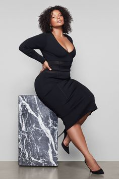 Little black dress designed to sculpt contour the waist. Plus Size Fashion Dresses, Plus Size Dresses, Plus Size Outfits, Curvy Women Fashion, Girl Fashion, Fashion Design, 30th Birthday Ideas For Women, Beautiful Black Women, Black Women Style