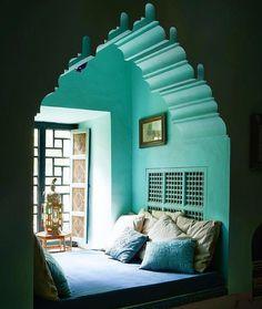 """581 Likes, 9 Comments - Modern Moroccan Decor  (@modern.moroccan.decor) on Instagram: """"Un petit coin qui fait rêver  Une belle douceur s'y dégage... La forme orientale du mur et cette…"""""""