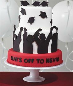 Such a cute graduation cake. Hats off Graduation cake