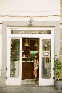 Gelateria in Florence Italy | photography by http://www.thismodernromance.com/