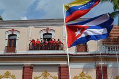 mesa redonda contracomunista: Banderas impuestas en Venezuela por los comunistas... http://mesaredondacontracomunistabg.blogspot.com/2013/11/banderas-impuestas-en-venezuela-por-los.html?spref=tw