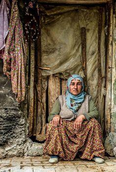 Anadolu kadını… Yer: Alacabal / Erbaa / Tokat Fotoğraf: Niyazi Gürgen