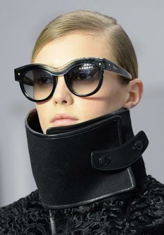 Die Trends der Modewochen: Hohe Krägen beim Italiener Salvatore Ferragamo. Mehr dazu hier: http://www.nachrichten.at/nachrichten/society/Romantische-Eleganz-Die-Trends-der-Modewochen;art411,1329658 (Bild: EPA)