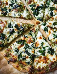 15 clean pizza recipes that taste a lot less healthy than they are - KALE .- 15 clean pizza recipes that taste much less healthy than they are – KALE PESTO PIZZA. 15 clean pizza recipes that taste a lot less healthy than they are – Clean Eating Pizza, Clean Eating Recipes, Clean Foods, Pesto Pizza, Pizza Pizza, Pizza Food, Pizza Dough, Food Food, Cooking Food