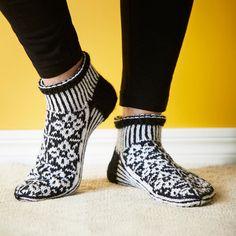 Knitting Socks, Rubber Rain Boots, Booty, Crochet, Shoes, Knits, Diy, Crafts, Fashion