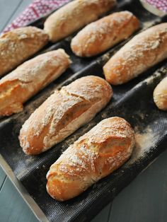 Pains sans pétrissage / No knead small breads Grill Sandwich, Tapas, Cooking Bread, Sloppy Joe, Easy Bread Recipes, Vegetarian Recipes Dinner, Brunch, Dessert Recipes, Desserts
