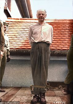 Exécution des SS camp de concentration de médecin Eduard Krebsach qui a été reconnu coupable de crimes de guerre au procès Mauthausen. Krebsbach était un camp de concentration SS médecin qui a initié l'exécution en masse de prisonniers malades et inaptes par des injections cardiaques.