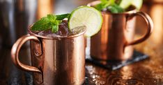 could be getting more than just a buzz sipping a Moscow Mule in a copper mug. Iowa's Alcohol Beverages Division found that the mug in which the drink is traditionally served may cau… Moscow Mule Vodka, Moscow Mule Drink, Copper Moscow Mule Mugs, Refreshing Drinks, Fun Drinks, Alcoholic Drinks, Beverages, Moscow Mule Receita, Copper Cups