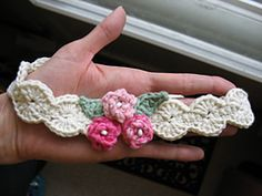 Pearly Girl Baby Headband free crochet pattern by Jennifer: Ravelry ༺✿ƬⱤღ  https://www.pinterest.com/teretegui/✿༻
