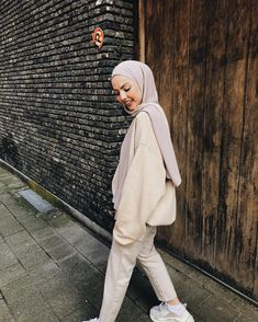 Muslim Fashion 359936195221925912 - Source by keberahmatagmai Pakistani Fashion Casual, Modern Hijab Fashion, Street Hijab Fashion, Hijab Fashion Inspiration, Muslim Fashion, Casual Hijab Outfit, Casual Outfits, Fashion Outfits, Hijab Style