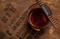 1日浸けるだけ!安いウイスキーを熟成させた一流の風味に進化させるスティック『Whiskey Elements』