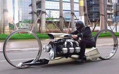 Tidligere F1-kører har bygget en sindssyg motorcykel med motor fra et fly
