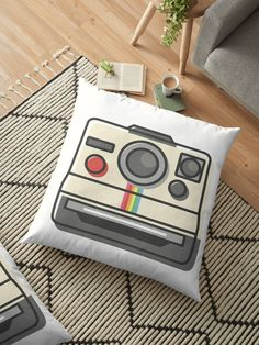 Retro Old School Vintage Camerman Watercolor Retro Camera, Map Art, Pillow Design, Vintage Photography, Iphone Case Covers, Floor Pillows, Old School, Retro Vintage, Watercolor