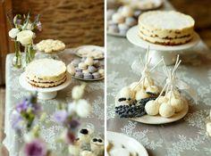 Desserttafel gemaakt door Heerlijk en Hecht met rustieke en ambachtelijke taartjes.