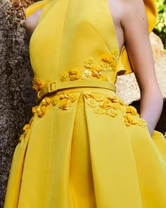 Azzi & Osta is the brainchild of designer duo, George Azzi & Assaad Osta. A style highlighted with challenging conceptual volumes that are vintage in soul. Green Lace Dresses, Yellow Dress, Fashion 2020, High Fashion, Daily Fashion, Fashion Fashion, Street Fashion, Fashion Women, Fashion Ideas