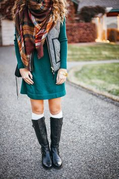 Sweater Dress + Blanket Scarf - Twenties Girl Style I need this dress. Moda Fashion, Girl Fashion, Womens Fashion, Fashion Clothes, Fashion Outfits, Fall Winter Outfits, Autumn Winter Fashion, Winter Style, Fashion Fall