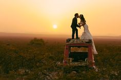 Beso en Real de Catorce #Sunset #OlanFoto #Mexico #Wedding #Boda #TrashTheDress