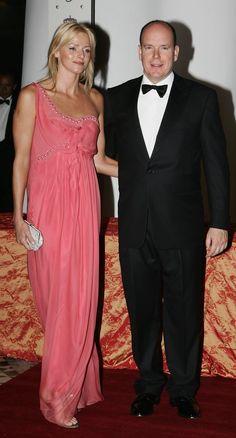 Pin for Later: Dürfen wir vorstellen: Die nächste königliche Mama! Frischen Wind brachte Charlene im Mai 2007 zu einem Gala Dinner anlässlich des Formel 1 Grand Prix in Monaco.