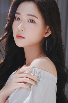 Aesthetic People, Aesthetic Girl, Ulzzang Korean Girl, Jewelry Case, Beautiful Asian Girls, Asian Beauty, Cute Girls, Korean Fashion, Diana