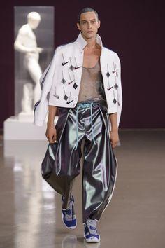 New Ideas Fashion Week Paris 2018 Weird Fashion, Look Fashion, New Fashion, Trendy Fashion, Paris Fashion, Male Fashion, Fashion Trends, Teen Winter Outfits, Summer Fashion Outfits