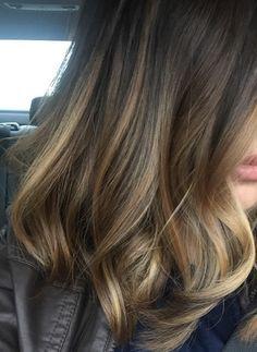 Después de haber dado un pequeño repaso a los cortes de pelo que triunfan este otoño (aquí), hacemos lo mismo con los colores que marcarán las tendencias en peluquería y coloración durante esta estación que se presta a todo tipo de cambios estéticos. ¿Estáis listas para un cambio de color? ¿O quizás sólo para realzar y aportar […]
