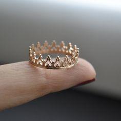 14 k oro corona anillo sólido. venda de la boda. por LUNATICART