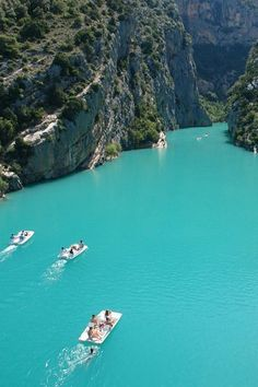 I never imagined that France would have such beautiful waters. (The Verdon Gorge, south-eastern France) Places Around The World, The Places Youll Go, Places To See, Dream Vacations, Vacation Spots, Jamaica Vacation, Jamaica Travel, Cruise Travel, Vacation Travel