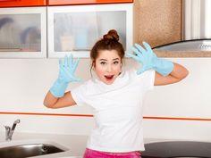 Oft sind es einfache Hausmittel, die gegen Schmutz, Kalk und Gerüche helfen. EAT SMARTER stellt die 8 besten Tricks für eine blitzsaubere Küche vor.