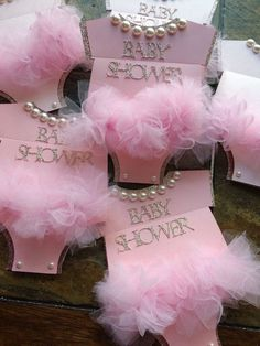 Baby Shower Centerpieces – Standout With Creative Baby Shower Decorations Distintivos Baby Shower, Baby Girl Shower Themes, Girl Baby Shower Decorations, Baby Shower Centerpieces, Shower Party, Baby Shower Parties, Baby Shower Gifts, Bling Baby Shower, Shower Favors