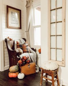 Fall corner action coming atcha. I'm headed to fair this weekend with my girl Dani and to say I'm… Halloween House, Fall Halloween, Halloween 2020, Autumn Inspiration, Home Decor Inspiration, Decor Ideas, Autumn Cozy, Autumn Forest, Autumn Art