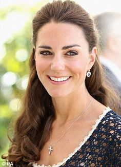If we had one word to describe the Duchess of Cambridge aka Kate Middleton, it would be-FLAWLESS. Yes, she has the odds in her favour, she is the Duchess Cabelo Kate Middleton, Moda Kate Middleton, Princesse Kate Middleton, Estilo Kate Middleton, Kate Middleton Photos, Prince William And Kate, William Kate, Prince Phillip, Princesa Kate