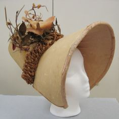 I am in the middle of trimming a Regency-era straw poke bonnet to wear to this Saturday's Dances of Vice Spring Ball, and I've been looking at extant bonnets for inspiration. Historical Costume, Historical Clothing, Jane Austen, Victorian Hats, Victorian Dresses, Victorian Gothic, Gothic Lolita, Bonnet Hat, Pelo Suelto