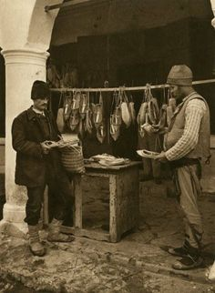 Album fascinant captat in Romania acum 82 de ani - CYD. Romania People, Constantin Brancusi, Survival Life, Old Photos, Concept Art, Medieval, Traditional, Country, Painting