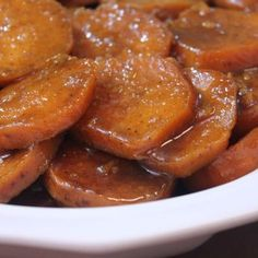 It's been a long time coming, but the time is here- and I MUST share my recipe for some good old fashioned baked candied yams, soul food style! I… Yams sweet potatoes I Heart Recipes, Side Dish Recipes, Vegetable Dishes, Vegetable Recipes, Thanksgiving Recipes, Holiday Recipes, Christmas Recipes, Zucchini Zoodles, Ma Baker